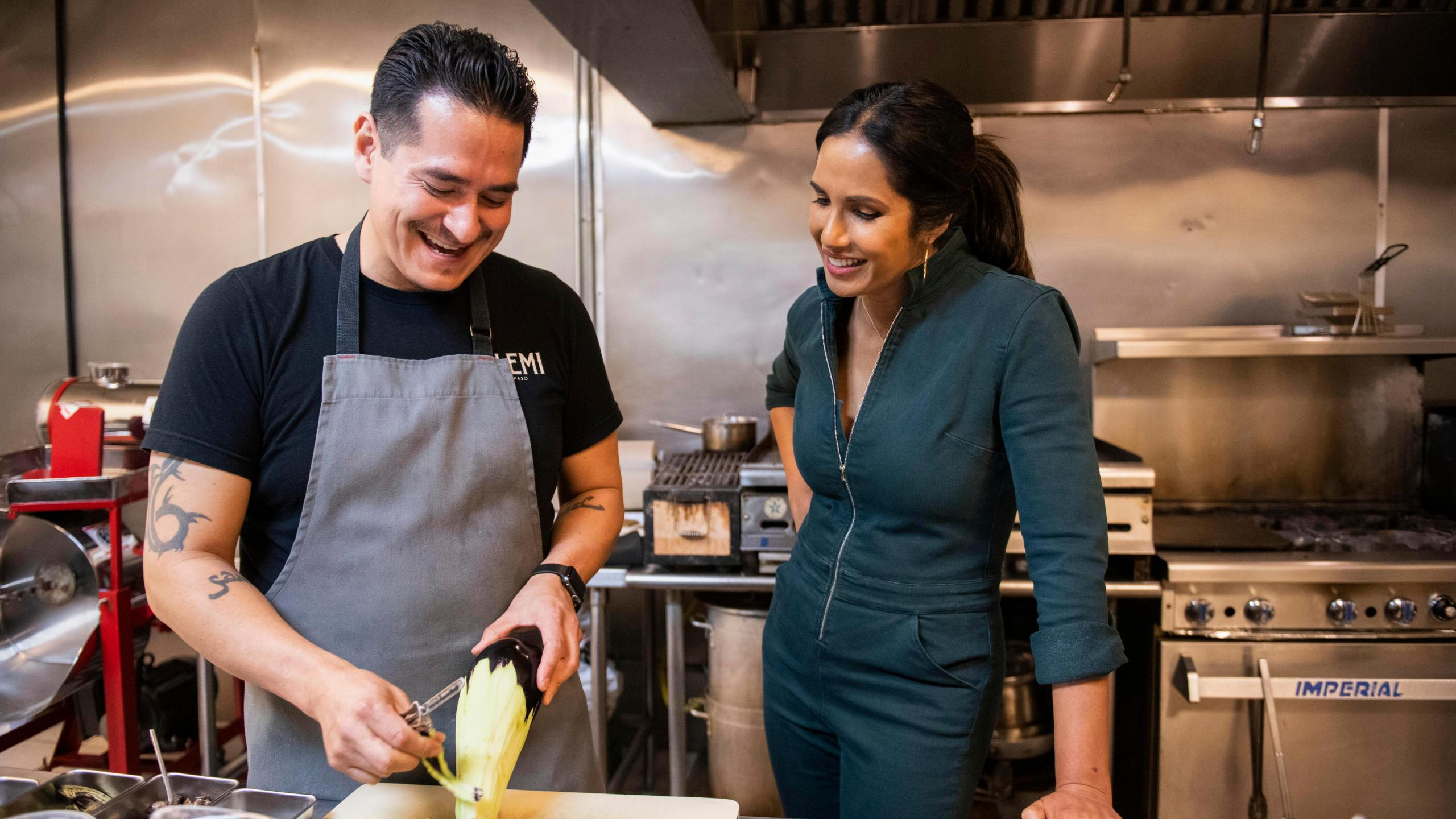 Padma Lakshmi Tackles Border Wall When New Series Highlights El Paso S Mexican Cuisine